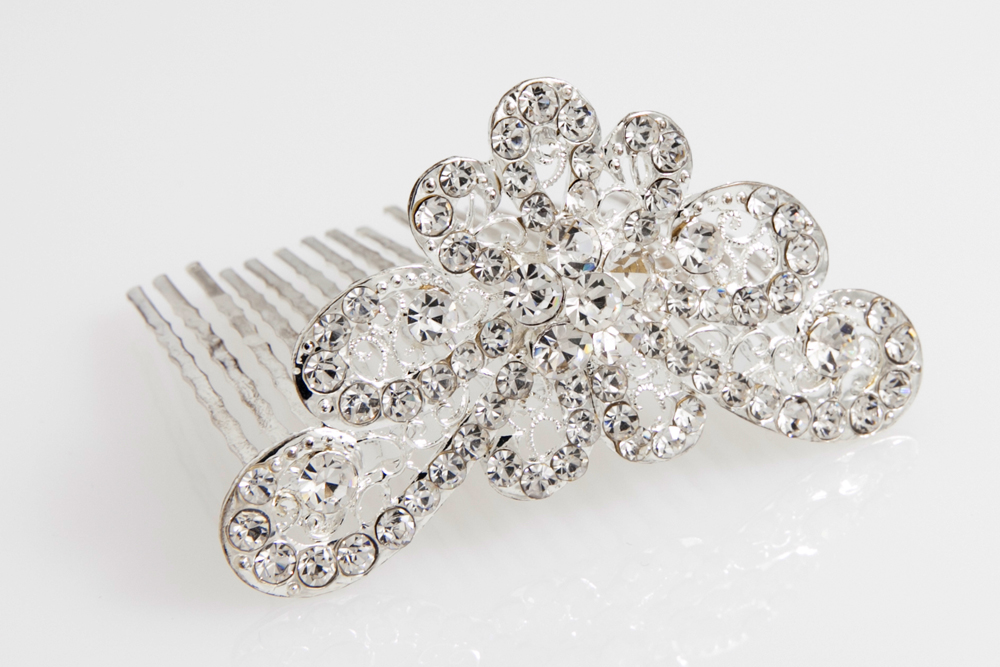 Decorazione capelli sposa con cristalli, montata su pettinino