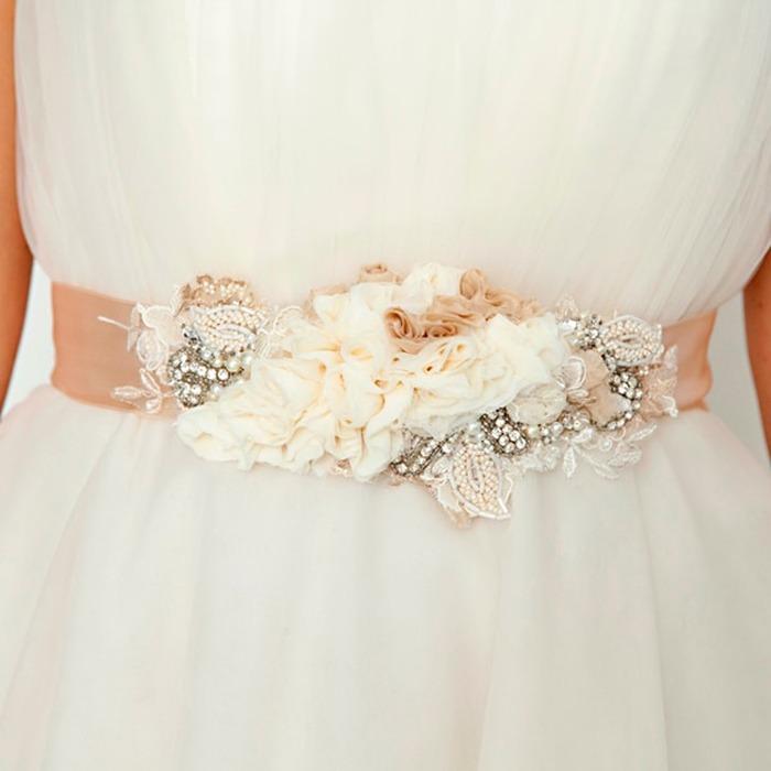 molto carino a7082 067af Patrizia Cavalleri   Accessori   Cintura con cristalli e fiori in ...